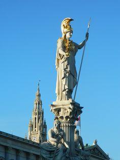 Imposante Antike Statue in Wien