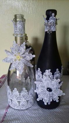 Better in black Custom Wine Bottles, Recycled Glass Bottles, Wine Bottle Art, Lighted Wine Bottles, Bottles And Jars, Bottle Top Crafts, Diy Bottle, Light Bulb Crafts, Wedding Wine Glasses