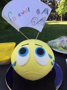 Farewell emoticon cake Emoticon, How To Make Cake, Cakes, Smiley, Kuchen, Torte, Cake, Cookies, Animal Print Cakes