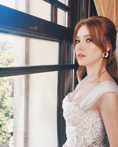 Ideal Girl, Elcin Sangu, Prettiest Actresses, Turkish Fashion, Turkish Actors, Cute Woman, Girl Crushes, Red Hair, Hairstyle