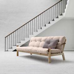 POETRY er en unik, vakker, fargerik sofa i solid furu med en futonmadrass og brune lærreimer som gjør det svært lett å konvertere sofaen til en seng på 130 x 190 cm. Det er bare å ta dem av på baksiden.
