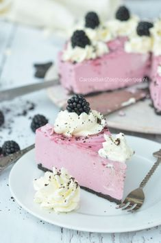 Blackberry cheesecake with blackberry juice and oreo floor, celebrate the summer as long as possible. Blackberry no bake cheesecake. Easy Cheesecake Recipes, Cupcake Recipes, Baking Recipes, Dessert Recipes, Cheesecake Bites, Homemade Cheesecake, Oreo, Baking Cupcakes, Cupcake Cakes