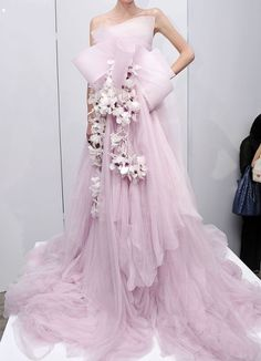 20 Glamour Marchesa Dresses from NY Fashion Week → Beauty Ny Fashion Week, Fashion Show, Fashion Pics, Fashion Clothes, Style Couture, Couture Fashion, Runway Fashion, Beautiful Gowns, Beautiful Outfits