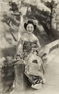 Beside a Wood 1938.  Maiko (apprentice geisha) Hisazuru sitting on a bridge beside a wooded hillside.  Text and image via Blue Ruin 1 on Flickr