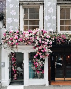 Flower decor #foundonweheartit #flowers #flora #florals #flowerpower #bouquet #garden #plant #pretty #prettyflowers #florist #spring #springflowers #colorfulflowers #colors #pinkflowers