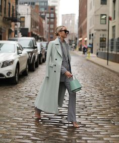 Mint coat and vichy suit - spring outfit Street Style Outfits, Look Street Style, Komplette Outfits, Fashion Outfits, Womens Fashion, Fashion Trends, Outfits Inspiration, Style Inspiration, Look Fashion