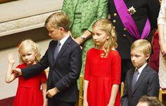 21 juillet 2013 roi Philippe reine Mathilde et leurs enfants la futur princesse héritière Élisabeth les princes guillaume et Gabriel et la princesse eleonor