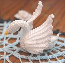 For my Sister Karla whom loves swans. Pineapple and Swans Doily Crochet Pattern… Crochet Birds, Thread Crochet, Cute Crochet, Crochet Animals, Crochet Doilies, Crochet Flowers, Crochet Stitches, Crochet Home, Crochet Crafts