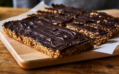 Barres tendres sans cuisson pomme-chocolat – Savourer par Geneviève O'Gleman Snack Recipes, Dessert Recipes, Bar Recipes, Snack Bar, Granola Bars, Biscuits, Healthy Snacks, Sweet Tooth, Sweet Treats