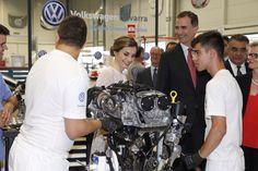 Los Reyes, en el acto conmemorativo del 50º aniversario de la Fábrica Volkswagen Navarra.  29-06-2016