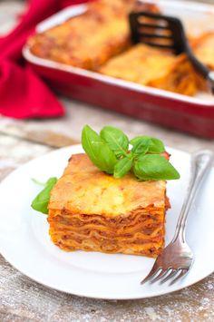 Bolognese, Cornbread, Menu, Ethnic Recipes, Food, Lasagna, Millet Bread, Menu Board Design, Essen