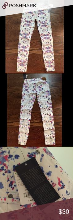 White MNG (MANGO) jeans with Red and Blue design Just in time for 4th of July and all your other summer festivities, these MNG jeans are brand new, never worn, tags attached. Originally purchased for $40 plus tax. Selling for $30 OBO 😙 Mango Jeans Skinny