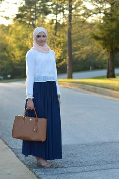 Hijab Fashion A selection of the hottest hijab models for spring and summer - Muslim Fashion Hijab Fashion 2017, Abaya Fashion, Muslim Fashion, Modest Fashion, Fashion Outfits, Hijab Style Dress, Casual Hijab Outfit, Stylish Hijab, Hijab Chic