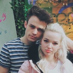 Domas is so beautiful ngl Dove Cameron Bikini, Dave Cameron, Dove And Thomas, Disney Channel Descendants, Thomas Doherty, African Print Clothing, Decendants, Thanks For The Memories, Celebrity Couples