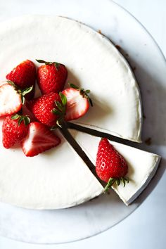 Vegan Cheesecake with Strawberry Rhubarb Sauce // Natural Girl Modern World…