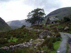The Gap of Dunloe, Killarney, Ireland - Can you imagine waking up to this view every morning? Love Ireland, Ireland Travel, Irish Luck, Irish Landscape, Irish Roots, Irish Eyes, England And Scotland, Paper Goods, Adventure Time