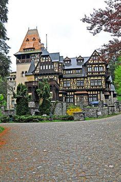 Pelişor Castle, Sinaia, Prahova - Romania full of art nouveau Peles Castle, Medieval Castle, Beautiful Castles, Beautiful Buildings, Wonderful Places, Beautiful Places, Visit Romania, Romania Travel, Kirchen