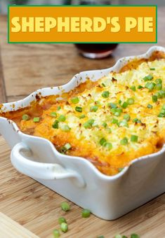 This Shepherd's Pie uses fresh ingredients mixed with ground beef to make a deliciously satisfying and filling dinner recipe! Bacon Recipes, Copycat Recipes, Pie Recipes, Casserole Recipes, Cooking Recipes, Recipies, Cooking Ideas, Chicken Recipes, Easy Dinner Recipes