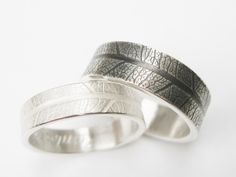 Wedding rings made of silver with a leaf pattern grain by STRUKTURATA on Etsy https://www.etsy.com/listing/275841360/wedding-rings-made-of-silver-with-a-leaf