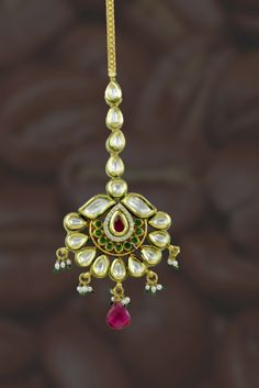 Get the best price on Red Green Kundan Tika and Bor today Quartz Jewelry, Gold Jewelry, Jewelery, Jewelry Necklaces, Tikka Jewelry, Urban Jewelry, Bengali Bride, Glowing Face, Pink And Green