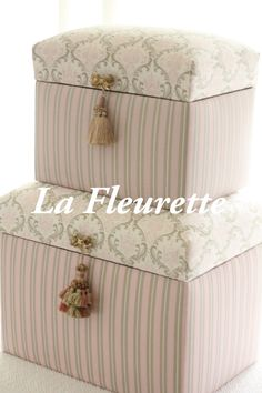 お嫁入り~♡そしてまたまたスツール♡の画像 | 布のインテリア*La Fleurette の Diary Crochet Waffle Stitch, Fabric Covered Boxes, Decoupage, Tea Box, Box Bag, Little Boxes, Stuff To Do, Things To Sell, Diy Crafts To Sell