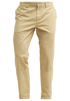 Menswear safari trend inspired clothing shopping | Daily free style advice outfits | Buy mensfashion jacket chino sunglasses asos zalando