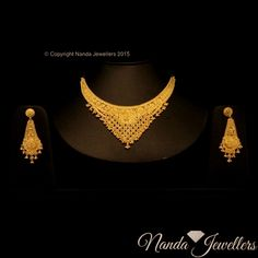 Tips For Finding The Pefect Piece Of Jewelry Wedding Jewellery Designs, Antique Jewellery Designs, Gold Bangles Design, Gold Jewellery Design, Gold Jewelry, Jewlery, Bridal Necklace Set, Gold Necklace, Indian Jewelry Sets