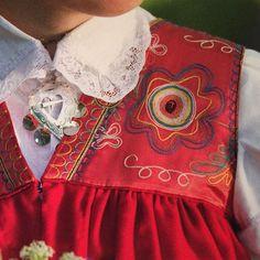 """Detaljbild på ett broderat ok på Vingåkersdräkten. Boken """"Scandinavian Folklore I"""" innehåller över 700 bilder på mer än 100 varianter av folkdräkter och bunader från Sverige och Norge. Har texter på engelska översatta till svenska och norska. Bild från boken. #folklore #folkdrakt #folkdräkt #vingåkersdräkten #vingåker #broderi #tambursöm #bok #bokutgivning #book #tillsalu #slojdmagasinet #Slöjdmagasinet #knyppling #spets #siden #dräktsmycke Folklore, Folk Costume, Costumes, Bok, Stockholm, Sweden, Stitches, Ruffle Blouse, Concept"""