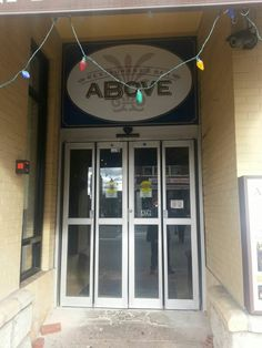 Entrance to so many good things ABOVE and below. BELOW enter the best NYC like grocery shopping experience ABOVE lets yhr good times begin in one of the evening late night restaurants in South Orange  NYC. #ilovesouthorange #techoss
