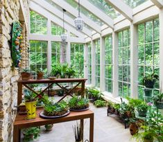 Home Greenhouse - Conservatory - Garden Greehouse - Sunroom Decor - Sunshield Shelter Browse the gallery of Sunroom Decor and Design ideas. Discuss the difference of traditional and modern sunroom. Decorating your entertainment zone. Conservatory Design, Conservatory Garden, Solarium Room, Home Greenhouse, Greenhouse Ideas, Greenhouse Attached To House, Pallet Greenhouse, Simple Greenhouse, Homemade Greenhouse
