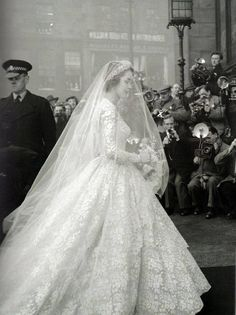 Vintage Wedding Photography The Bride 45 Ideas Chic Vintage Brides, Vintage Wedding Photos, Vintage Bridal, Vintage Weddings, Vintage Dress, Vintage Wedding Veils, Vintage Romance, Vintage Lace, Vintage Style