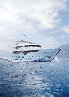 YIOnuLbGSXenMMhnpQay_portrait-blush-best-british-yacht-1260x1760.jpg (945×1320)