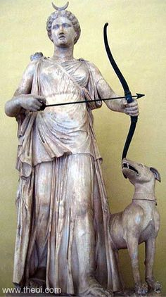 Artemis (Roman Diana) crowned with the crescent moon, wearing a quiver, and wielding a bow. Note: the crescent and bow are probably non-original Renaissance era restorations. She was the goddess of the hunt and the moon. Ancient Rome, Ancient Greece, Ancient Art, Greek And Roman Mythology, Greek Gods, Roman Sculpture, Sculpture Art, Potnia Theron, Moon Goddess