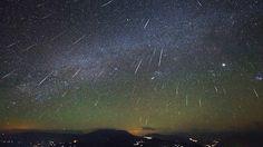 El final de 2016 y el comienzo de 2017 vienen cargadas de lluvias de estrellas. Y si tenemos buenas condiciones para su observación (cielos despejados, poca contaminación lumínica y una luna no demasiado reluciente) podremos disfrutar este otoño de una de las lluvias de estrellas más importantes en cuanto a su abundancia. Ya que las Gemínidas pueden propiciar hasta 120 meteoros por hora en su momento de máximo apogeo.Este año...