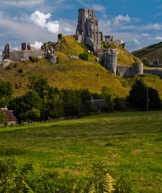 Photo of Corfe Castle ruins. Photo of the day, featuring travel and scenery from England, Scotland, and Wales. Free Windows and Mac desktop wallpaper images of UK locations. Monuments, Corfe Castle, Dorset England, England Uk, English Castles, Scottish Castles, Castles In England, Famous Castles, Castle Ruins