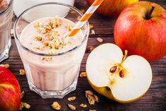Caramel Apple Smoothie is the perfect smoothie for fall! Quick and easy smoothie recipe to enjoy all autumn long. Healthy Milkshake, Milkshake Recipes, Easy Smoothie Recipes, Healthy Smoothie, Apple Smoothies, Easy Smoothies, Healthy Juices, Healthy Drinks, Exotic Food