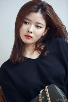 Kim Yoo-jung is a famous actress of Korea. Kim Yoo Jung Photoshoot, Kim Yoo Jung Fashion, Korean Beauty, Asian Beauty, Kim Joo Jung, Bts Kim, Kim Sohyun, Korean Actresses, Korean Actors