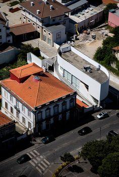 Banco Borges & Irmão | Borges & Irmão Bank Vila do Conde - 1986 | © Fernando Guerra, FG+SG Architectural Photography