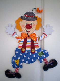 Fensterbild- Clown with flower pants -Fasching-Carne . Clown Crafts, Circus Crafts, Frog Crafts, Cute Crafts, Diy Crafts, Carnival Decorations, Paper Christmas Decorations, Christmas Ornaments, Camera Crafts