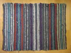 Rugs from Recycled T-Shirts-includes how to cut t-shirts, how to make a knotted rag rug on clothesline cord
