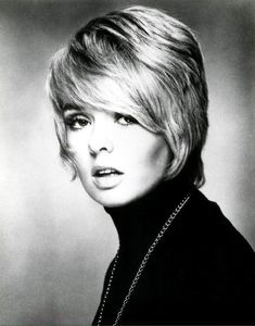 Singer/actress/dancer/ Joey Heatherton b: a popular act in Vietnam War USO shows with Bob Hope & TV Specials, a frequented Johnny Carson & The Dean Martin Show. Short Sassy Hair, Short Hair Styles, Cut My Hair, Hair Cuts, Joey Heatherton, Johnny Carson, Celebrity List, Actrices Hollywood, Retro Hairstyles