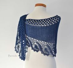 OSWIN Crochet shawl pattern PDF by BernioliesDesigns on Etsy