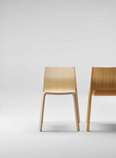 Aus dem Herzen des Baskenlandes, aus San Sebastián kommt der Stuhl Silu. Ben van Berkel schuf hier ein Stück zukunftsfähiges Design und lobt die Holzkompetenz von Ondarreta.   www.ondaretta.com Innovation, Van, Design, Chairs, Furniture, Home Decor, Architecture, Wood, Homemade Home Decor