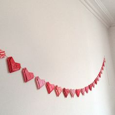 Easy, but intricate looking origami hearts, made from A4-proportioned paper. Great to string on a garland! Find tutorial and free paper on my blog.