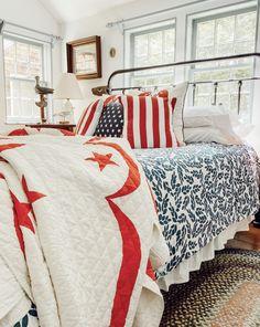 Patriotic Bedroom, Americana Bedroom, Bedroom Red, Bedroom Decor, Bedroom Ideas, Bedroom Inspiration, Independance Day, Fourth Of July Decor, White Duvet