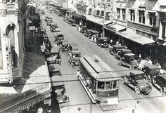 Street cars at King and Fort Streets, Honolulu, 1930s.