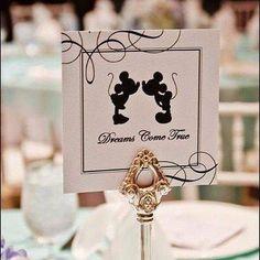 Parabéns para o ratinho mais famoso da história! #MickeyMouse #meucasamentoperfeito