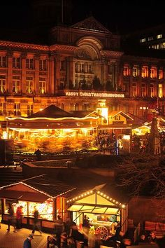 Festive Christmas Markets in the UK. I would love to visit the Christmas markets :)