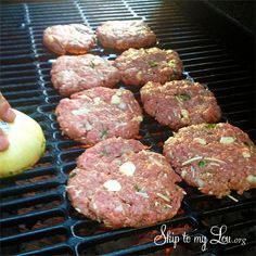 grilling tip non-stick burgers.cut an onion in half and rub the onion on the heated grill for instant non-stick surface. Baked Hamburgers, Greek Burger, How To Cut Onions, Low Carb Recipes, Cooking Recipes, Mozzarella Stuffed Meatballs, I Grill, Grill Barbecue, How To Make Sausage