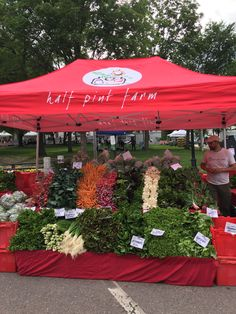 Lake Oswego Saturday Market Lake Oswego, Small Towns, Oregon, Table Decorations, City, Building, Places, Pictures, Photos